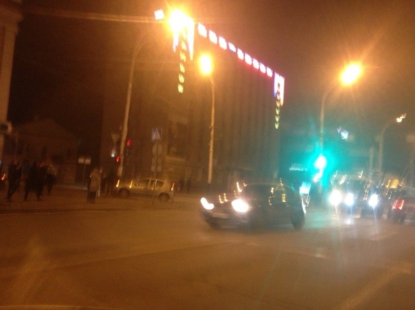 В центре Тамбова машина едва не врезалась в столб