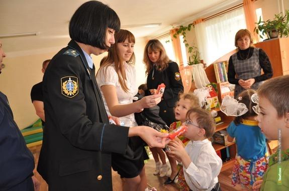 Тамбовские судебные приставы «Собирают ребёнка в школу»