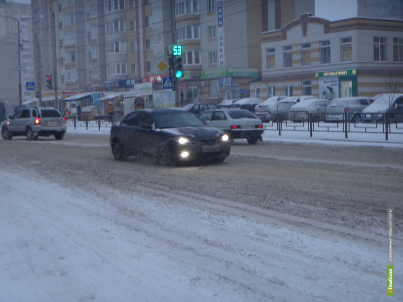 Тамбовские дорожники советуют автомобилистам в дальние поездки брать теплые вещи