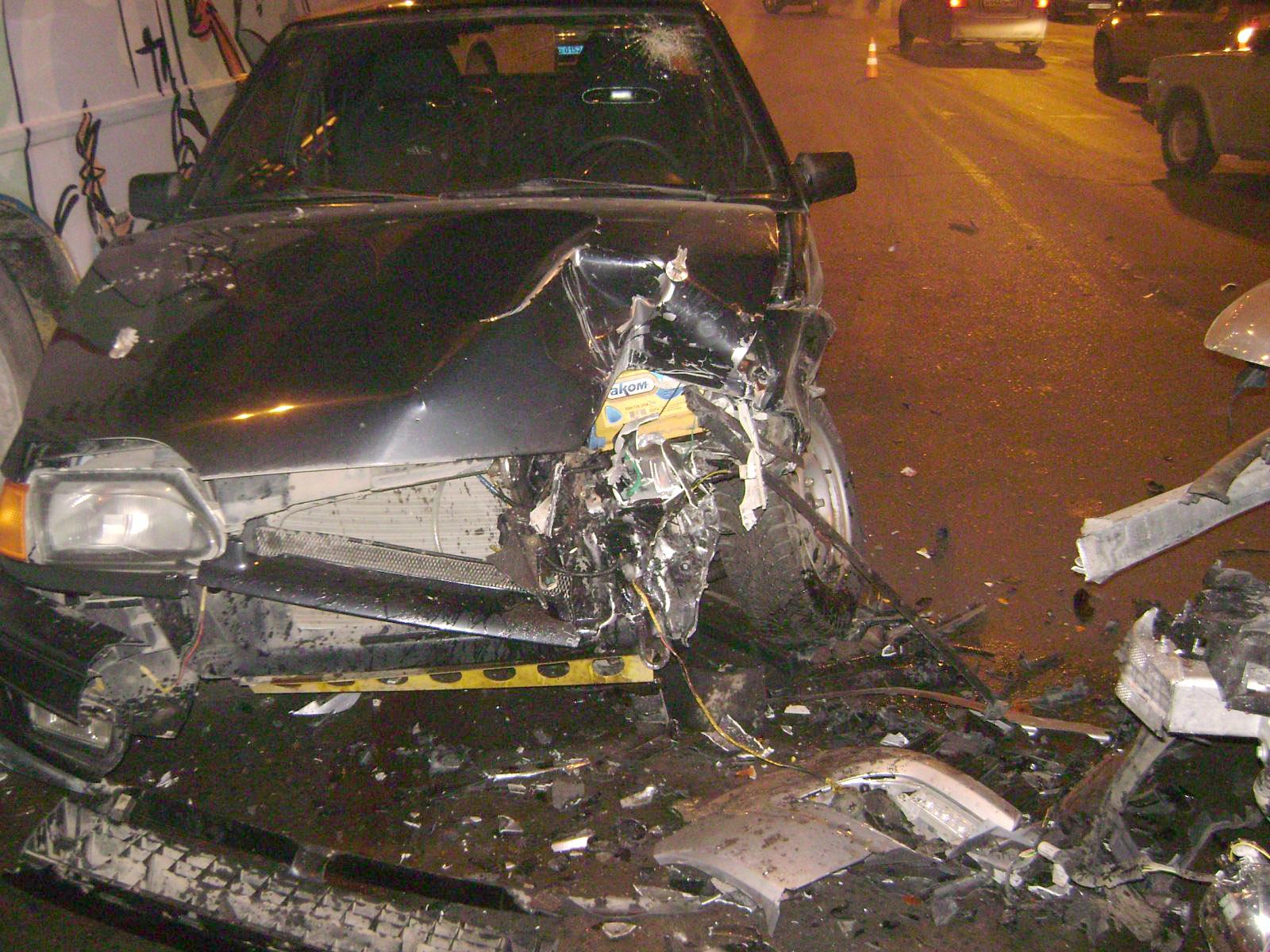 ВТамбове иностранная машина врезалась в«ВАЗ», апотом вавтобус