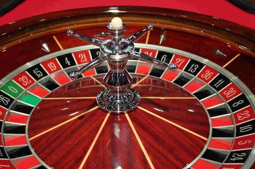 Госдума начала борьбу с покером и рулеткой в соцсетях