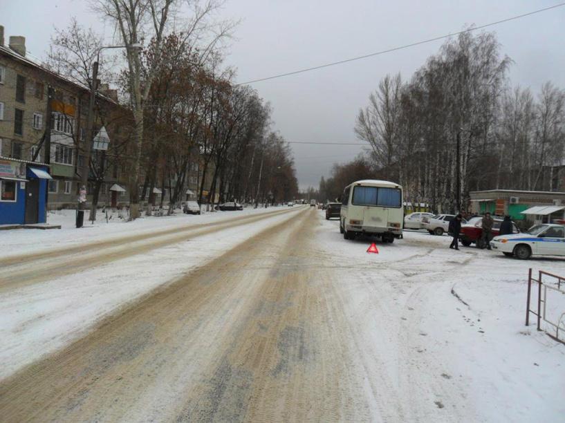 В Мичуринске пенсионерку зажало между легковушкой и автобусом