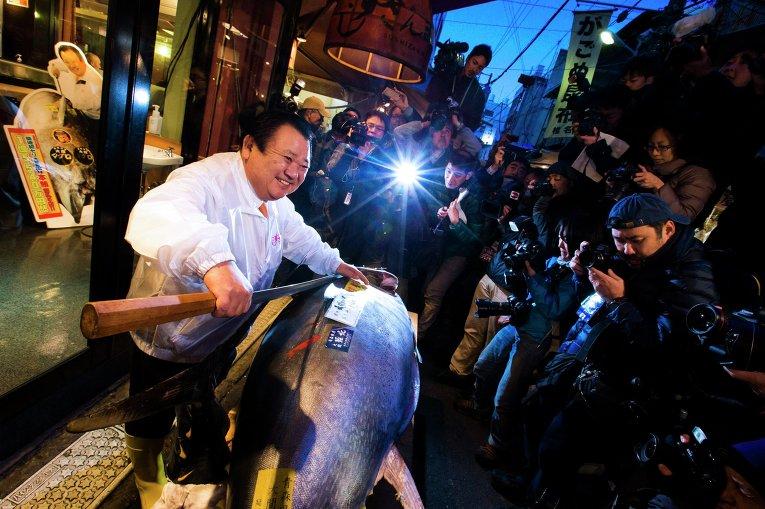 Около 40 тысяч долларов отдали за голубого тунца в Японии