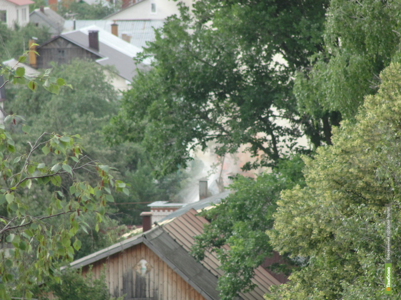 На севере Тамбова загорелся жилой дом