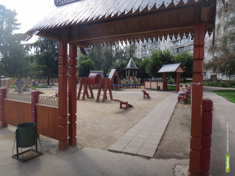 Детским площадкам в Тамбове не хватает света