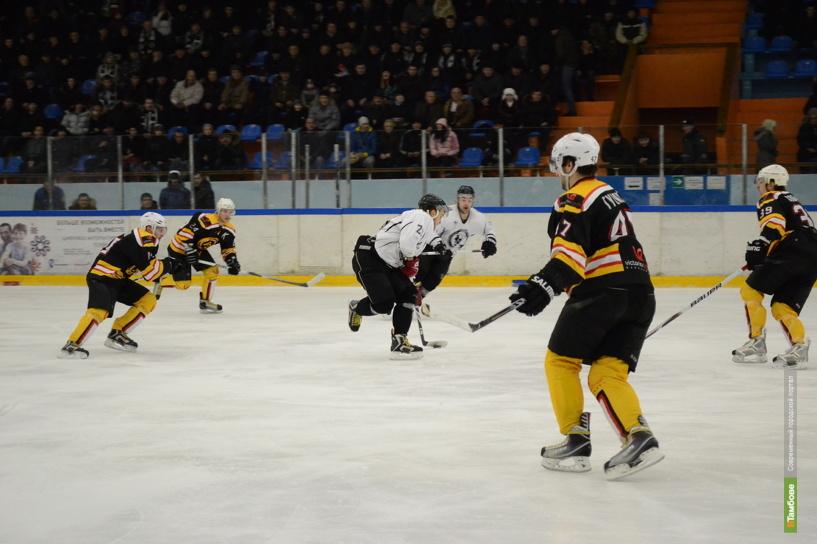 Тамбовские хоккеисты проиграли в упорной борьбе