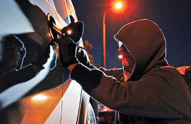 16-летний подросток пытался угнать чужую машину
