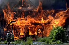 В результате пожара в Знаменском районе погибли два человека