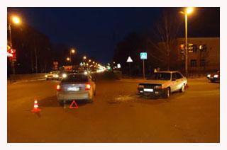 В центре Тамбова ВАЗ-21099 врезался в иномарку