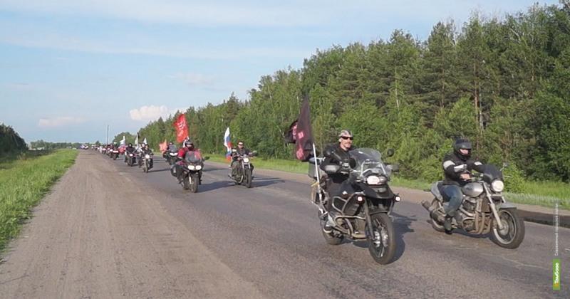 «Тамбовские волки» устроили мотошоу для уваровских кадетов