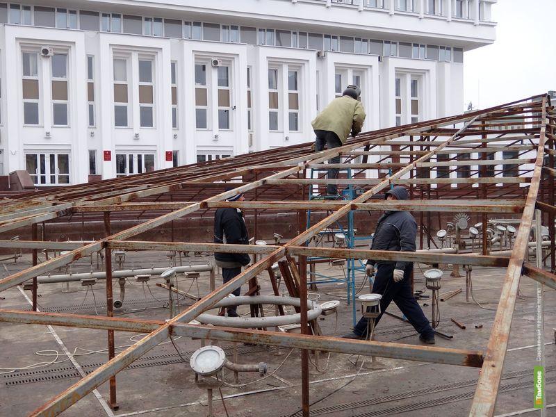 Главный городской фонтан готовят к зиме