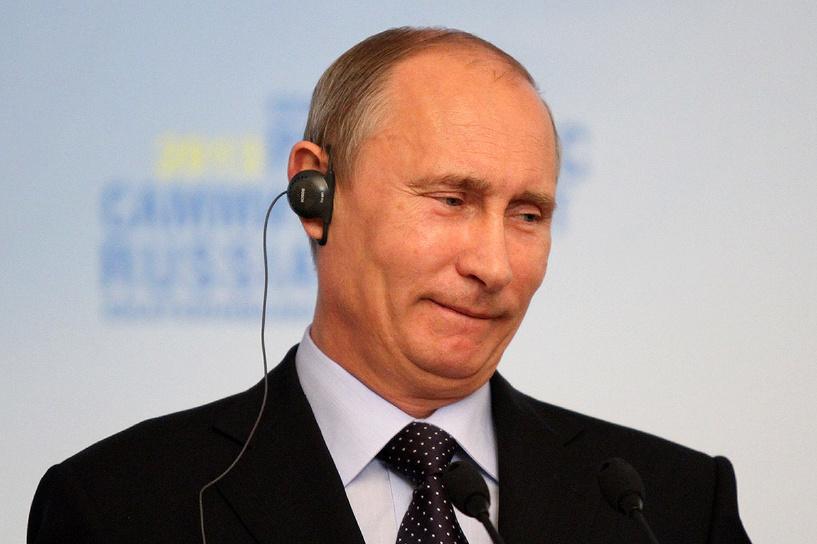 Рейтинг Владимира Путина упал вместе с рублем