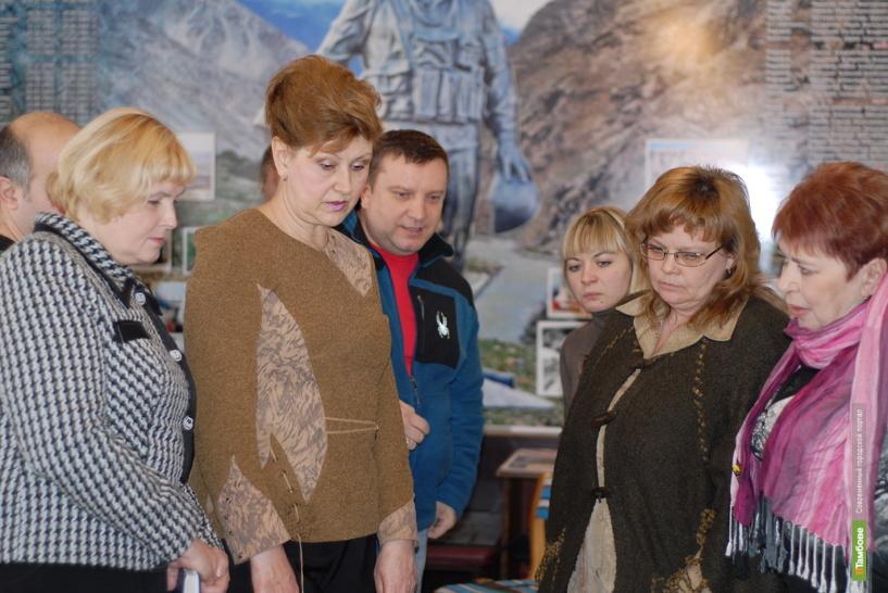 Глава Тамбова подарил музею книгу