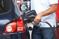 Медведев: надо развивать альтернативное топливо, чтобы бензин подешевел