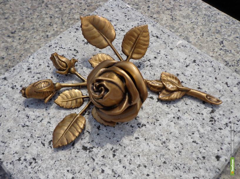 Лучшим театральным деятелям области подарили бронзовые розы