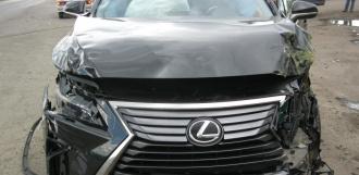 «Лексус» протаранил две маршрутки: пострадали четыре человека