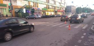 Девушка-подросток попала под колёса авто на бульваре Энтузиастов