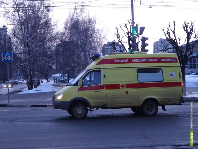 В Тамбове машина сбила ребёнка, который переходил дорогу на «зелёный»