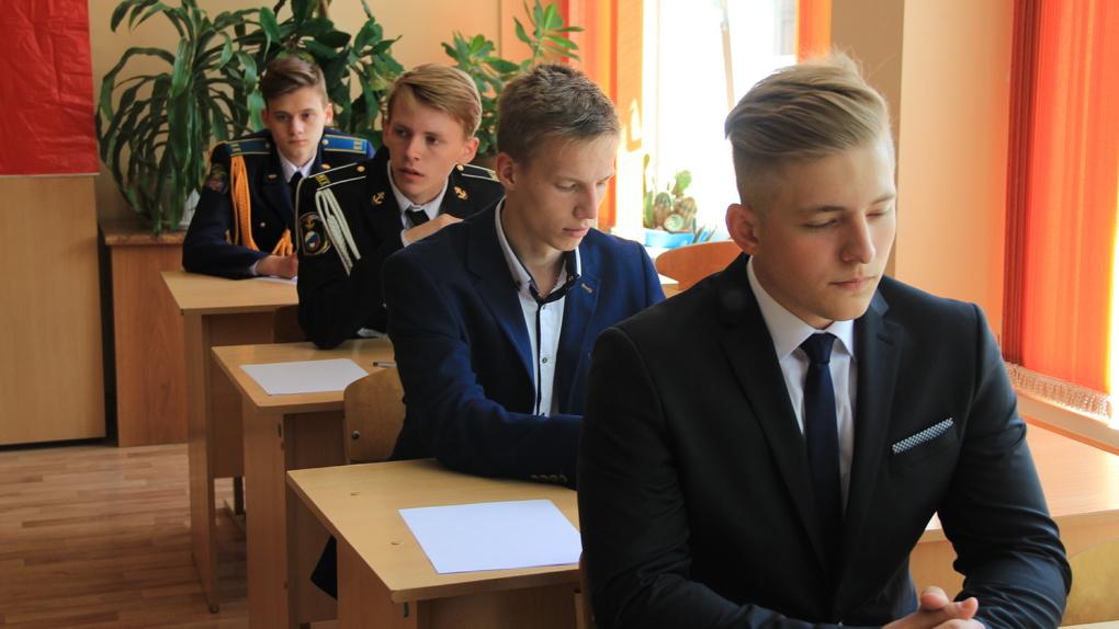 Тамбовские выпускники сдали второй обязательный экзамен - русский язык