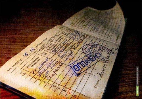 В Уварово преподавательницу подозревают в получении взятки