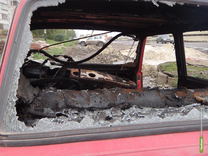 В Тамбове хулиганы жгут застоявшиеся авто
