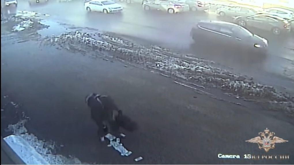 Грабитель года: злоумышленник растерял на улице Тамбова украденные 30 миллионов