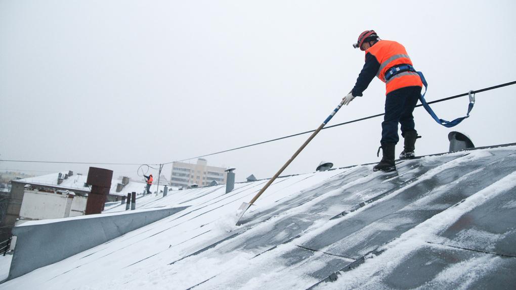 Как снег на голову: стало известно, насколько часто коммунальщики должны чистить снег и сбивать сосульки