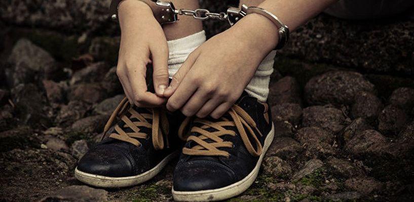 Кривая дорожка: в каких регионах больше всего несовершеннолетних преступников?