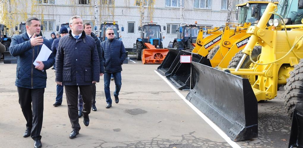 Город встретит холода во всеоружии: мэр Тамбова проверил готовность техники к зиме