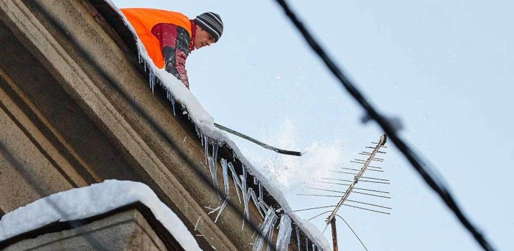 За неделю от сосулек очистили 72 многоквартирных дома