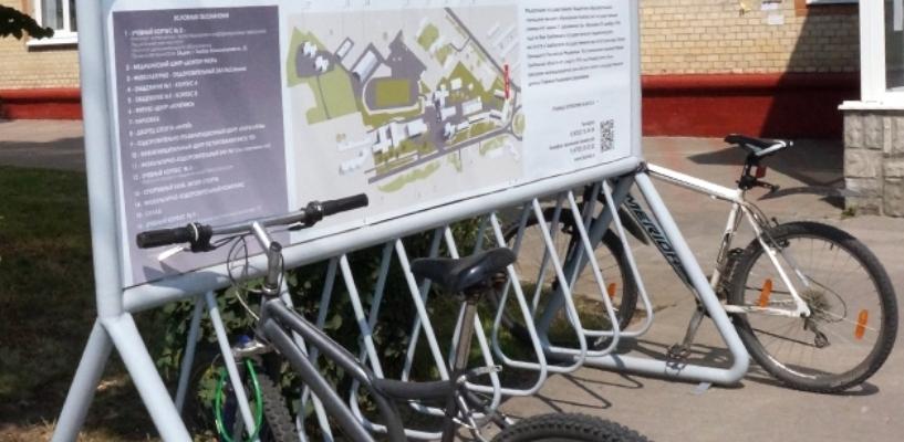 Возле двух корпусов ТГУ появились велопарковки с информационными щитами