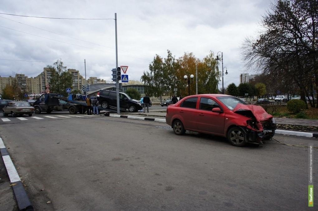 В Тамбове два авто не разошлись на перекрестке
