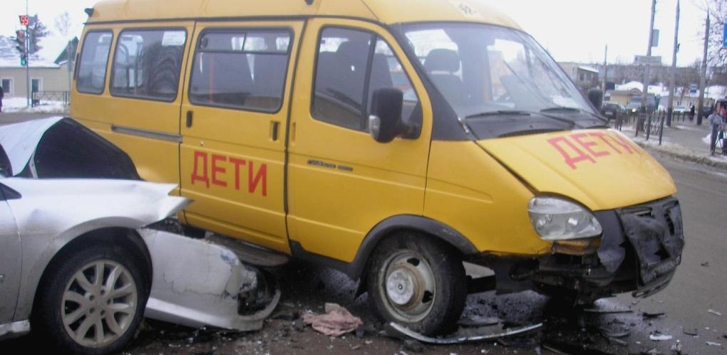 В Тамбове школьный автобус столкнулся с легковушкой
