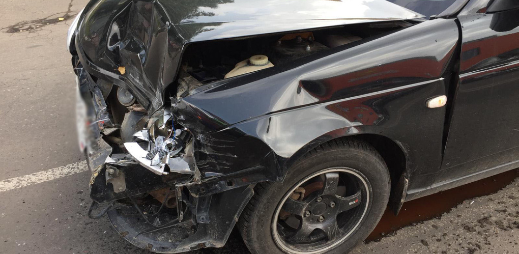 На улице Астраханской в ДТП попали три легковых автомобиля