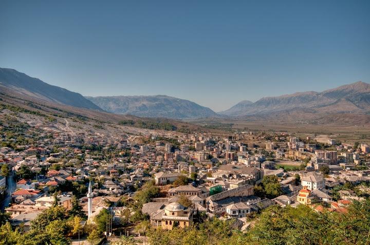Албания на лето отменяет россиянам визы
