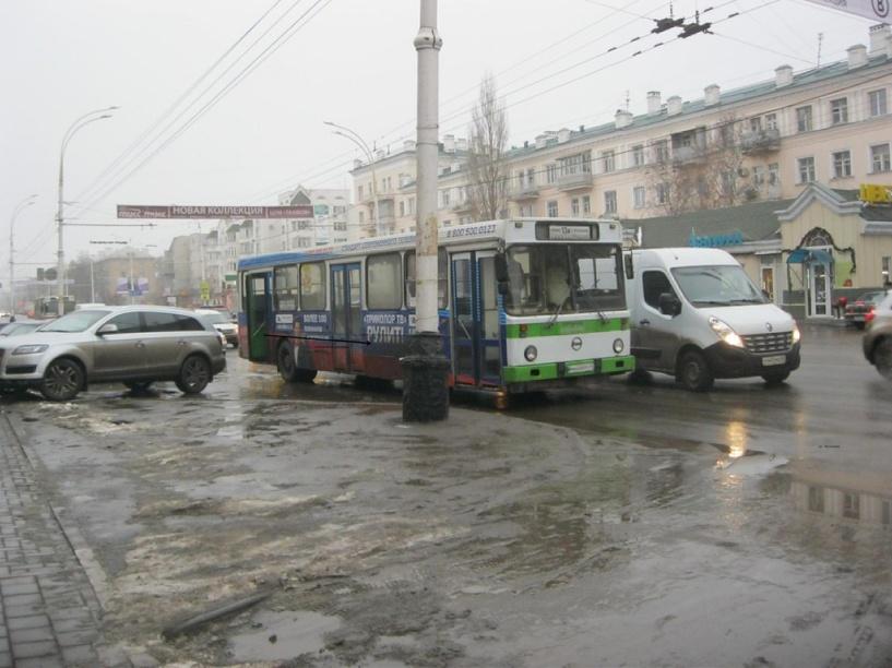 В Тамбове пенсионерка получила в автобусе травму позвоночника