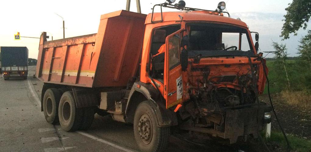 В Ржаксинском районе столкнулись два грузовика