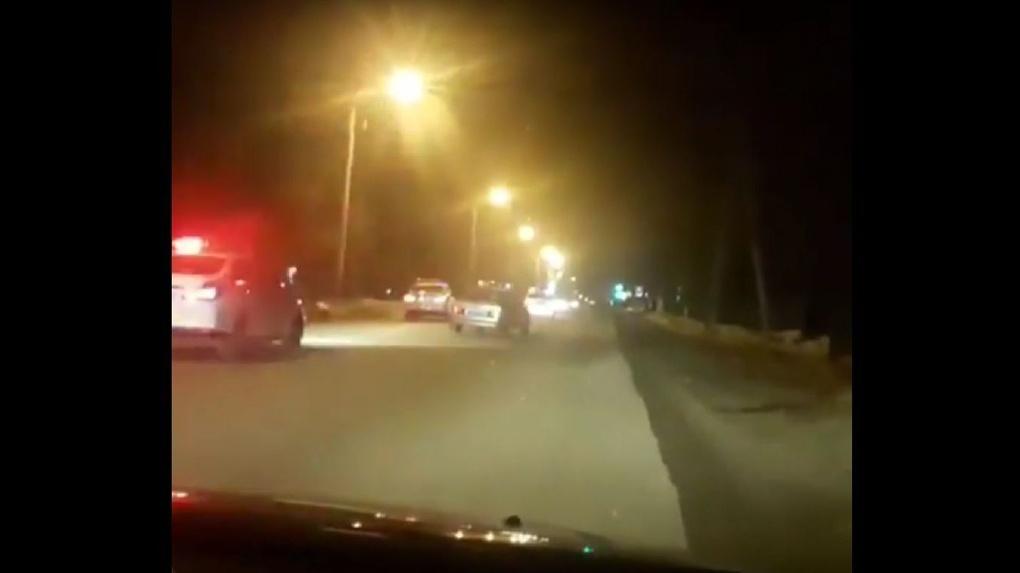 Погоня через весь город: автоинспекторы поймали пьяного водителя, использовав ленту с шипами