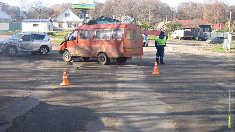В Моршанске не разъехались пассажирская Газель и внедорожник