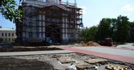 Сити-менеджер поручил восстановить газоны у колокольни у Зои