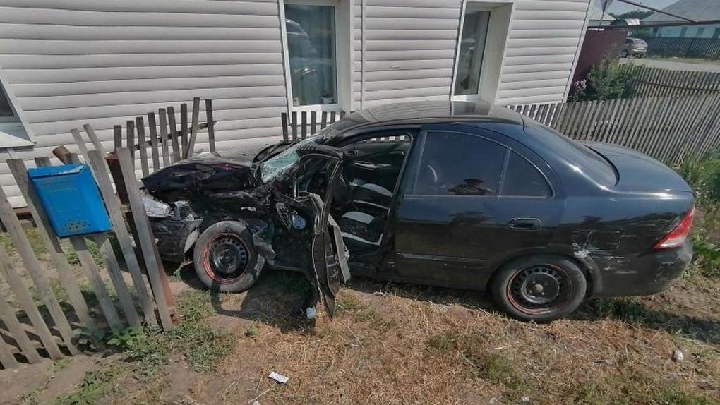 На подъезде к Тамбову «Газель» врезалась в Nissan Almera