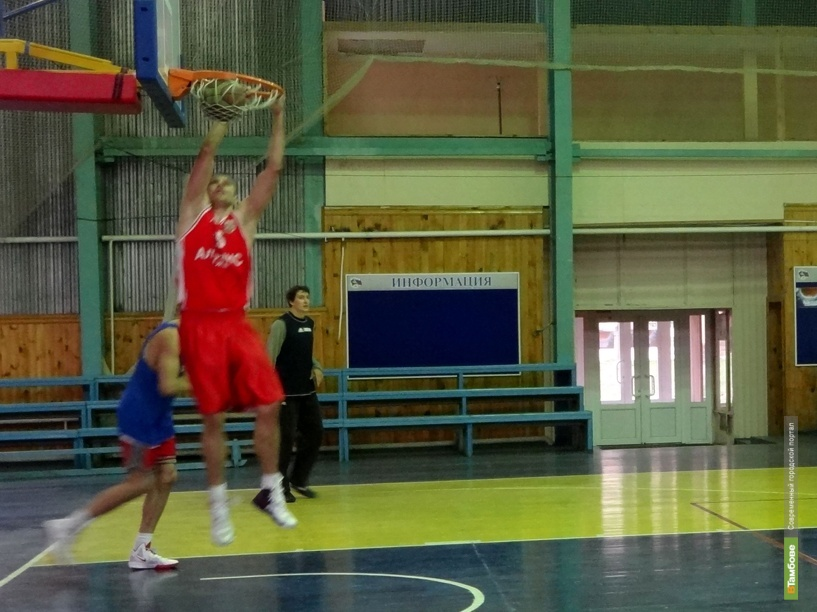 Тамбовские баскетболисты разгромили соперника из Брянска