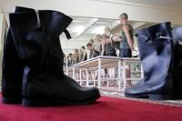 Кабмин поддержал идею не пускать уклонистов от армии на госслужбу