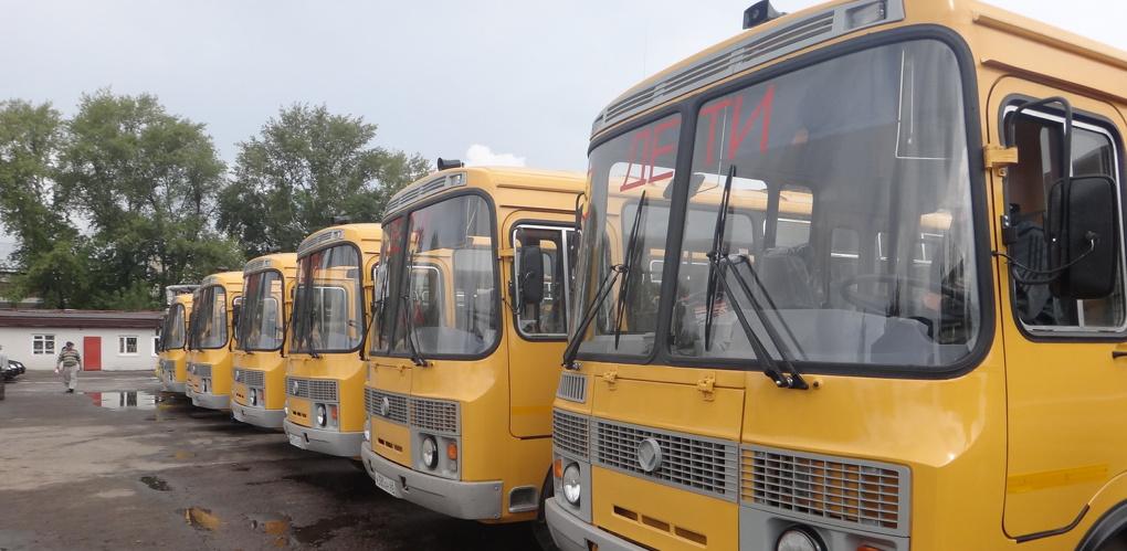 В управлении образования не довольны дорогами, по которым ездят школьные автобусы