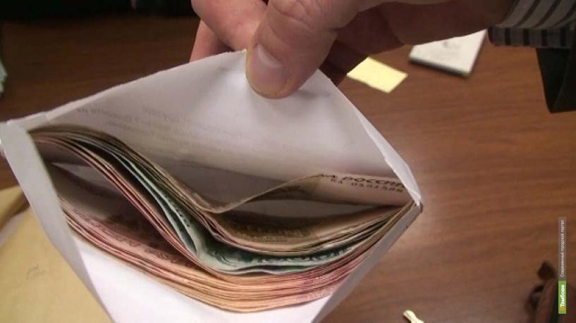 Тамбовчанку оштрафуют на 15 тысяч рублей за попытку дать взятку