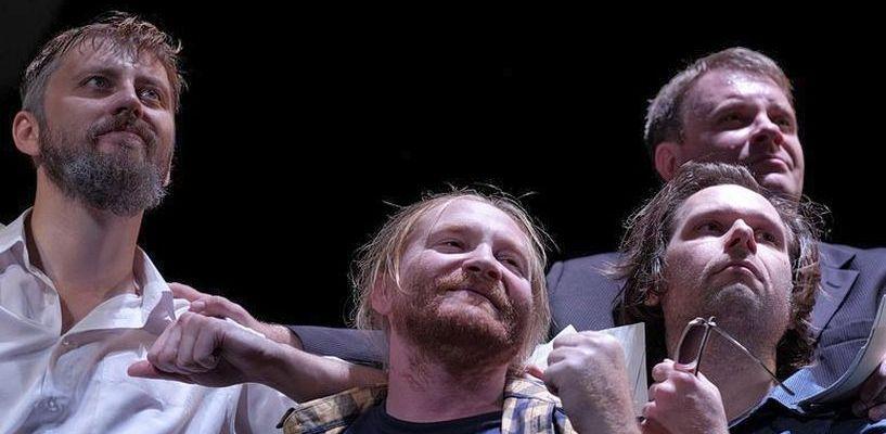 «Покупай, продавай, предавай»: о чем говорили со сцены драмтеатра в спектакле «Возвращение»?