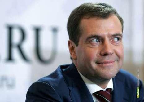 Медведев призвал вкладывать средства в развитие русского языка
