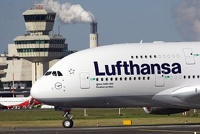 Европа застряла в аэропортах. Бортпроводники Lufthansa бастуют