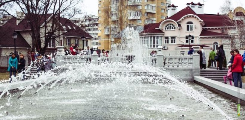 В усадьбе Асеевых открыли сезон фонтанов