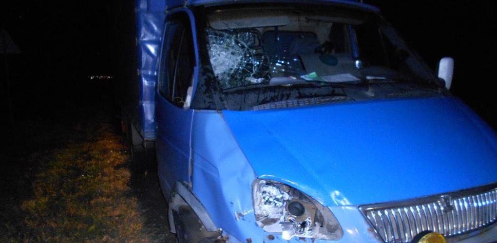 Грузовой автомобиль насмерть сбил 45-летнего мужчину на трассе